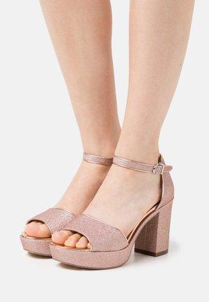 Sandály na platformě - rose glam