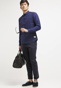 Tommy Hilfiger - DENTON - Chinosy - midnight - 1