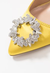 Dorothy Perkins - GLADLY POINTED TRIM COURT - Høye hæler - yellow - 2