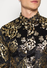 Twisted Tailor - HARTFIELD  - Shirt - black/gold - 5