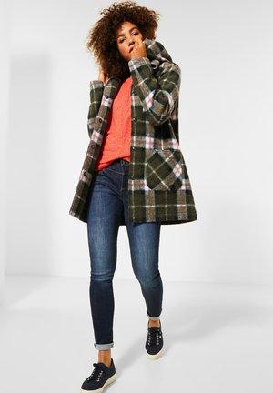 MIT KAPUZE - Short coat - grün