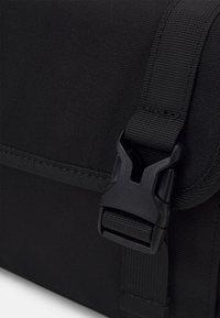 Pier One - UNISEX - Taška spříčným popruhem - black - 3