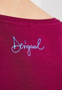 Desigual - LARISA - T-Shirt print - carmin - 6