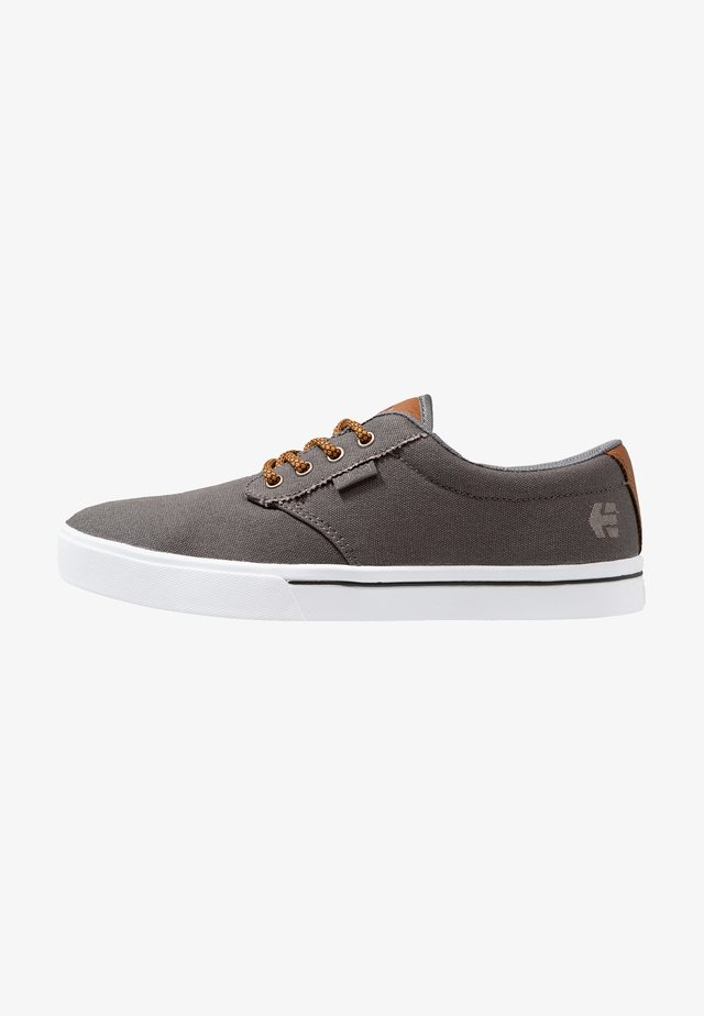 JAMESON ECO - Skateboardové boty - grey/brown