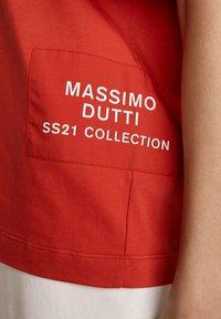 Massimo Dutti - MIT PATCH - Print T-shirt - red - 2