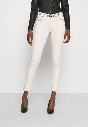 BETTY CONTRAST STITCHING - Skinny džíny - cream