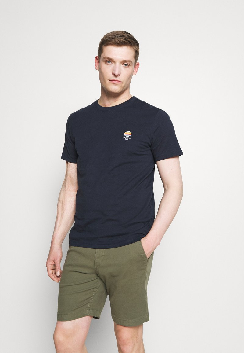 Selected Homme - SLHFATE CAMP O NECK TEE - T-shirt con stampa - sky captain