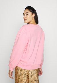 Lee Plus - GRAPHIC - Bluza - la pink - 2
