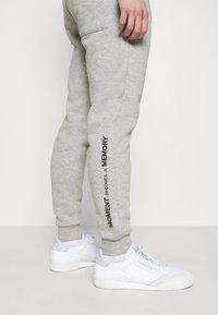 Redefined Rebel - REID PANTS - Tracksuit bottoms - light grey melange - 3