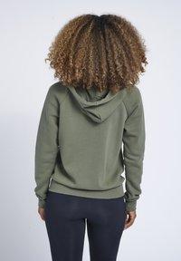 Hummel - HMLNONI  - Zip-up sweatshirt - beetle - 2