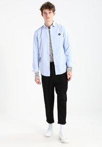 Wood Wood - MEL - T-shirt à manches longues - off-white/navy stripes - 1