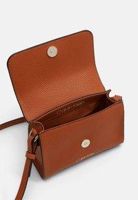 Calvin Klein - FLAP TOP HANDLE - Sac à main - brown - 2