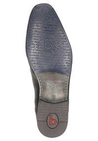 Bugatti - Zapatos con cordones - schwarz - 4