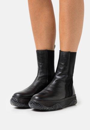 BOOTS - Bottines à plateau - black