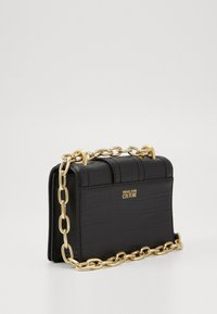 Versace Jeans Couture - CROSS BODY FLAP CHAINSALOPETTE - Torba na ramię - nero - 1