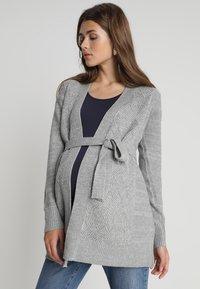 Zalando Essentials Maternity - Kardigan - mid grey melange - 0