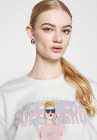 ONLY - ONLLUCINDA LIFE SHORT GIRLS BOX - Sweatshirt - cloud dancer/superhero - 3