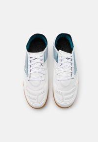 Umbro - CHALEIRA II PRO - Indoor football boots - white/peacoat/capri breeze - 3