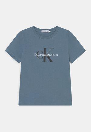 MONOGRAM LOGO UNISEX - Print T-shirt - misty sky