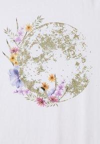 ONLY - ONLKITA LIFE PLANET - T-shirt imprimé - white - 2