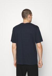 HUGO - DERO - Jednoduché triko - dark blue - 2