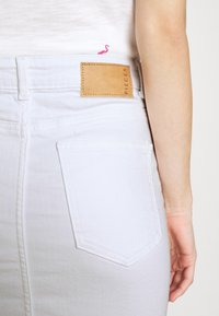 Pieces - PCLILI SKIRT  - Denim skirt - bright white - 5
