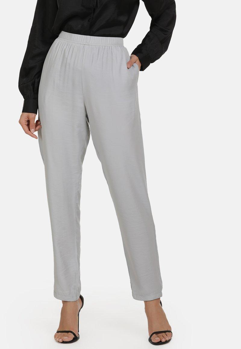usha - Trousers - grey