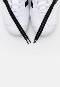 adidas Originals - GAZELLE - Trainers - footwear white/core black/crystal white - 5