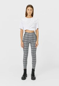 Stradivarius - Leggingsit - white - 1