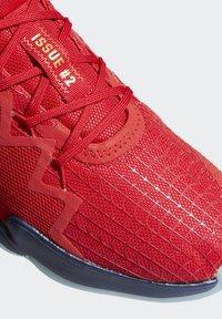 adidas Performance - D.O.N. ISSUE 2 - Indoorskor - scarlet/team navy blue/gold metallic - 6