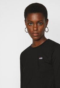 Fila Tall - EAVEN CROPPED LONG SLEEVE - Longsleeve - black - 4