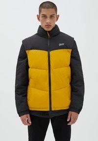 PULL&BEAR - Waistcoat - yellow - 0