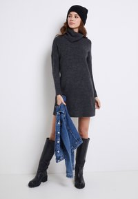 ONLY - ONLJANA COWLNECK DRESS  - Strikkjoler -  grey - 2