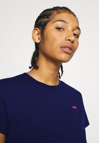 Levi's® - PERFECT TEE - T-shirts med print - blue - 3