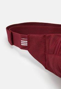 adidas Originals - ESSENTIAL WAIST UNISEX - Bum bag - bordeaux - 3