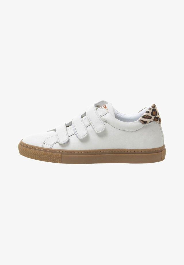 JACKY - Sneakers laag - beige
