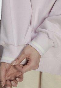 adidas Originals - GRAPHIC SWEATER ORIGINALS PULLOVER - Sweatshirt - pearl amethyst - 6