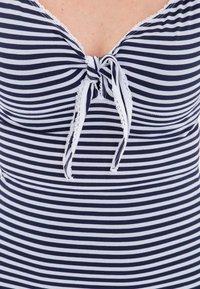 Queen Kerosin - MIT SÜSSER SCHLEIFE AM  - Print T-shirt - navy - 3