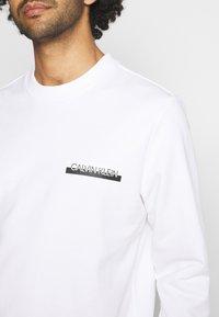 Calvin Klein - CHEST BOX LOGO - Sweatshirt - white - 5