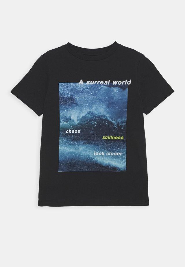 NLMKILO - T-shirts med print - black