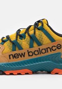 New Balance - SHANDO - Zapatillas de trail running - harvest gold - 5