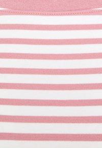 TOM TAILOR DENIM - CONTRAST NECK - Long sleeved top - rose/white - 2