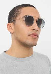 Ray-Ban - 0RB3647N - Sunglasses - grey gradient/dark grey - 1
