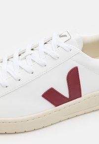 Veja - URCA - Sneakers basse - white/marsala/black - 7