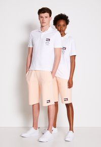 Tommy Hilfiger - ONE PLANET SMALL LOGO UNISEX - Polo shirt - white - 3