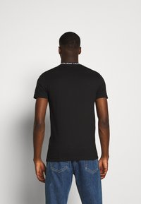 Calvin Klein Jeans - INSTITUTIONAL COLLAR LOGO - Print T-shirt - black - 2