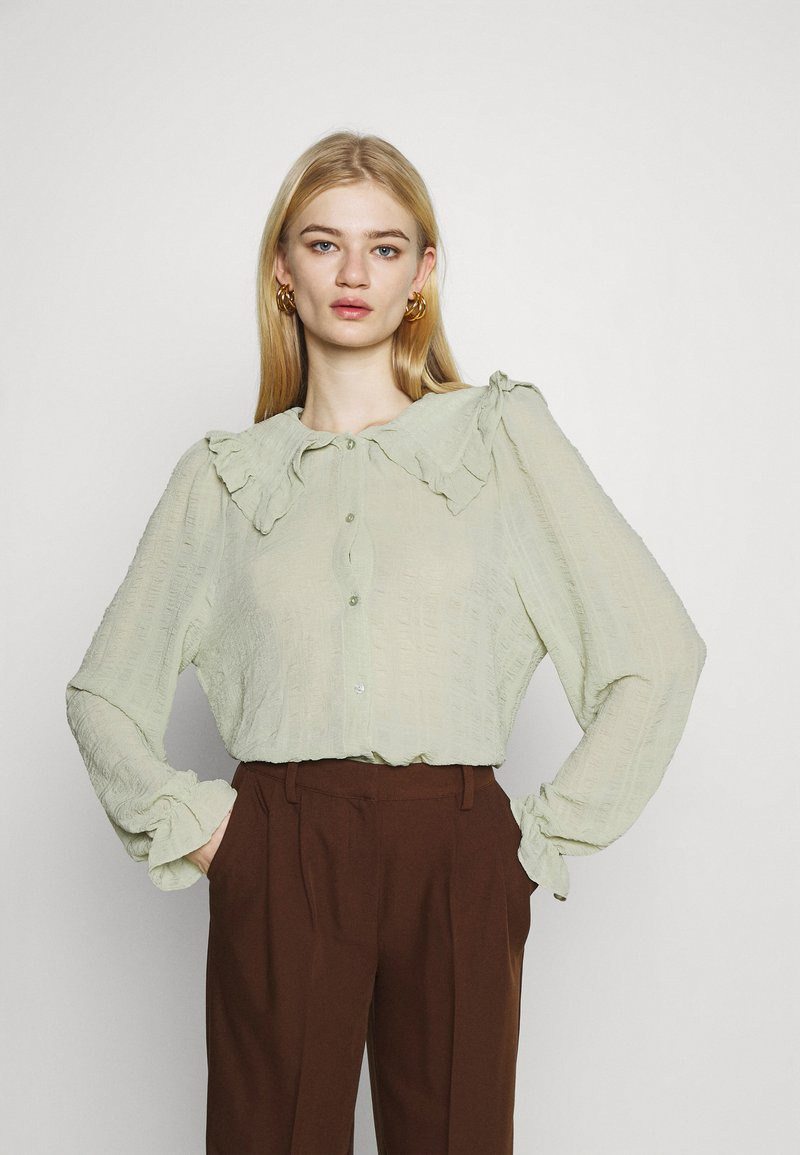 Monki - NAIMA BLOUSE - Button-down blouse - green dusty light