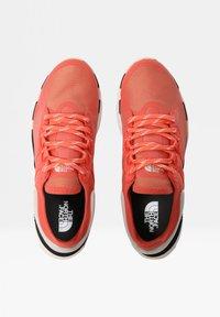 The North Face - VECTIV ESCAPE FUTURELIGHT - Mountain shoes - ember glow orng/gardeniawht - 4