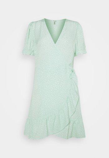 PRINTED WRAP DRESS - Kjole - green