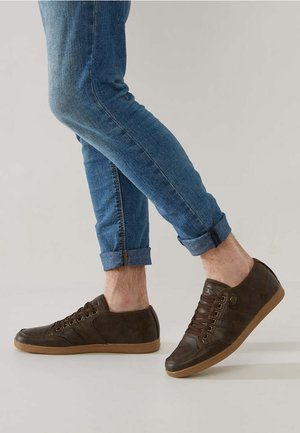 SURTO - Trainers - dark brown